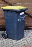 Envase sucio de la basura Fotografía de archivo