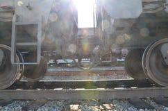 Envases conectados de un tren con resplandores fotografía de archivo libre de regalías
