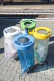 Envases de basura selectivos Imagenes de archivo
