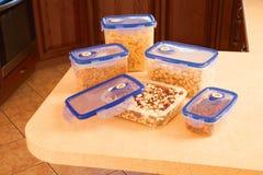 Envases de comida de la cocina Fotografía de archivo