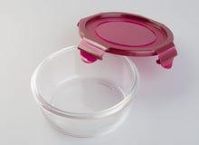 Envases de comida en el fondo envases de comida de cristal en Fotografía de archivo libre de regalías