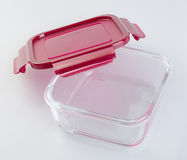Envases de comida en el fondo envases de comida de cristal en Fotografía de archivo