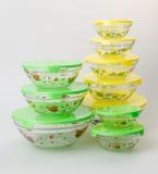 envases de comida o envases de comida de cristal en fondo Imagen de archivo libre de regalías