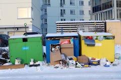 Envases de la basura con la materia del Año Nuevo Foto de archivo