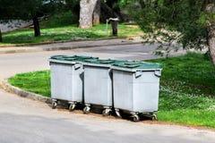 Envases de la basura en el parque Foto de archivo libre de regalías