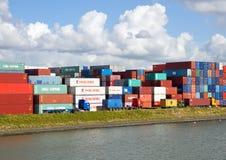 Envases de las importaciones/exportaciones Imagen de archivo