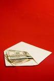 Envelop en geld stock afbeelding
