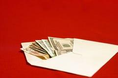 Envelop en geld stock fotografie