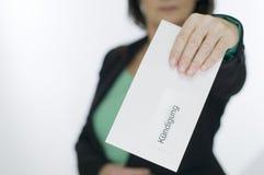 Envelop met bericht voor vrouw stock fotografie