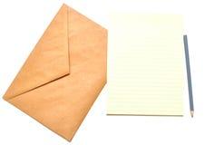 Envelop met blocnote en potlood Royalty-vrije Stock Afbeeldingen