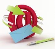 Envelop, pen en het tonen van post of communicatie concept Stock Afbeeldingen