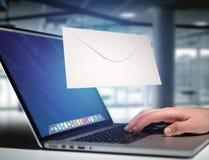 Envelopbericht op een futuristische e-mail 3d die interface wordt getoond - Royalty-vrije Stock Fotografie