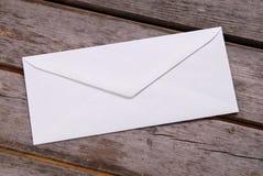 Envelope branco liso Imagens de Stock