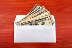 Envelope com um dinheiro fotografia de stock royalty free