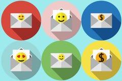 Envelope com o vetor do smiley liso Fotografia de Stock Royalty Free