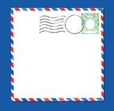 Envelope com selo e as listras postais Imagem de Stock