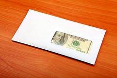 Envelope com um dinheiro fotos de stock royalty free