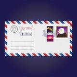 Envelope com vetor dos selos (flor de sino, por do sol da montanha e águia) ilustração stock