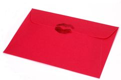 Envelope cor-de-rosa escuro com beijo foto de stock royalty free