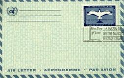 Envelope do correio aéreo do vintage Fotografia de Stock Royalty Free