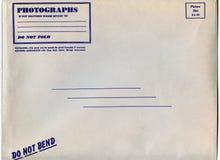 Envelope do encarregado do envio da correspondência da foto Imagem de Stock