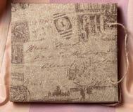 Envelope do vintage, selos com as assinaturas, beliscadas. Fotografia de Stock