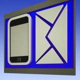 Envelope e comunicação móvel das mostras de Smartphone Fotos de Stock