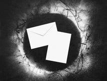 Envelope e folha de papel com neve Imagem de Stock