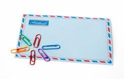Envelope e grampos Imagem de Stock Royalty Free
