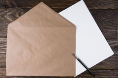 The envelope lying on clean sheets. The fountain pen is opened stock photo
