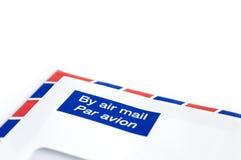 Envelope pelo correio aéreo com espaço branco para o texto fotografia de stock