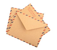 Envelopes de Brown isolados Fim acima fotografia de stock