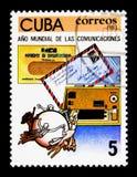 Envelopes do telegrama e do correio aéreo e U P U emblema, mundo Communic foto de stock