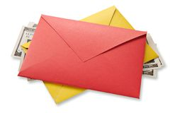 Envelopes e dólares Fotos de Stock