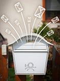 Envelopes tirados mão que saem de uma caixa postal Fotografia de Stock Royalty Free