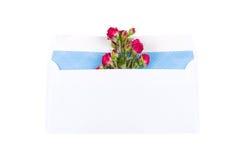Enveloppe avec des roses Photo stock