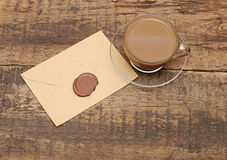 Enveloppe avec le sceau de cire Image stock