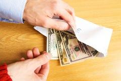 Enveloppe avec un paiement illicite Photo stock