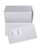 Enveloppe blanche avec la feuille pliée pour la correspondance image stock