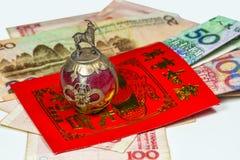 Enveloppe chinoise Lai Si de nouvelle année avec l'argent Images stock