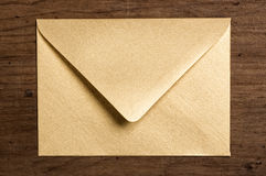 Enveloppe d'or. image stock