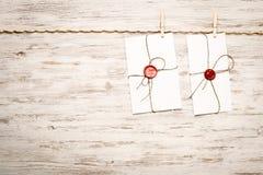 Enveloppe de courrier sur la corde photographie stock