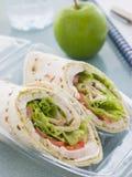 Enveloppe de tortilla de salade de poulet images libres de droits