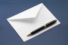 Enveloppe et crayon lecteur Photographie stock