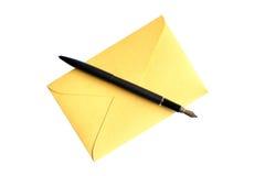 Enveloppe et crayon lecteur image stock