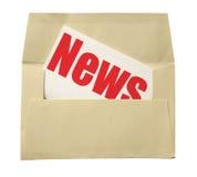 Enveloppe et note avec des nouvelles Photo stock
