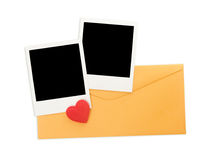 Enveloppe et photos instantanées Photos stock