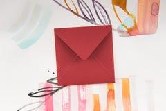 Enveloppe fermée et peinture lumineuse d'aquarelle avec les éléments floraux et abstraits Images libres de droits
