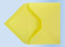 Enveloppe jaune. Photo libre de droits