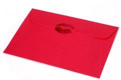 Enveloppe rose foncée avec le baiser Photo libre de droits